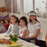 Klára Spilková předala dětskému domovu výtěžek zprodeje bagů