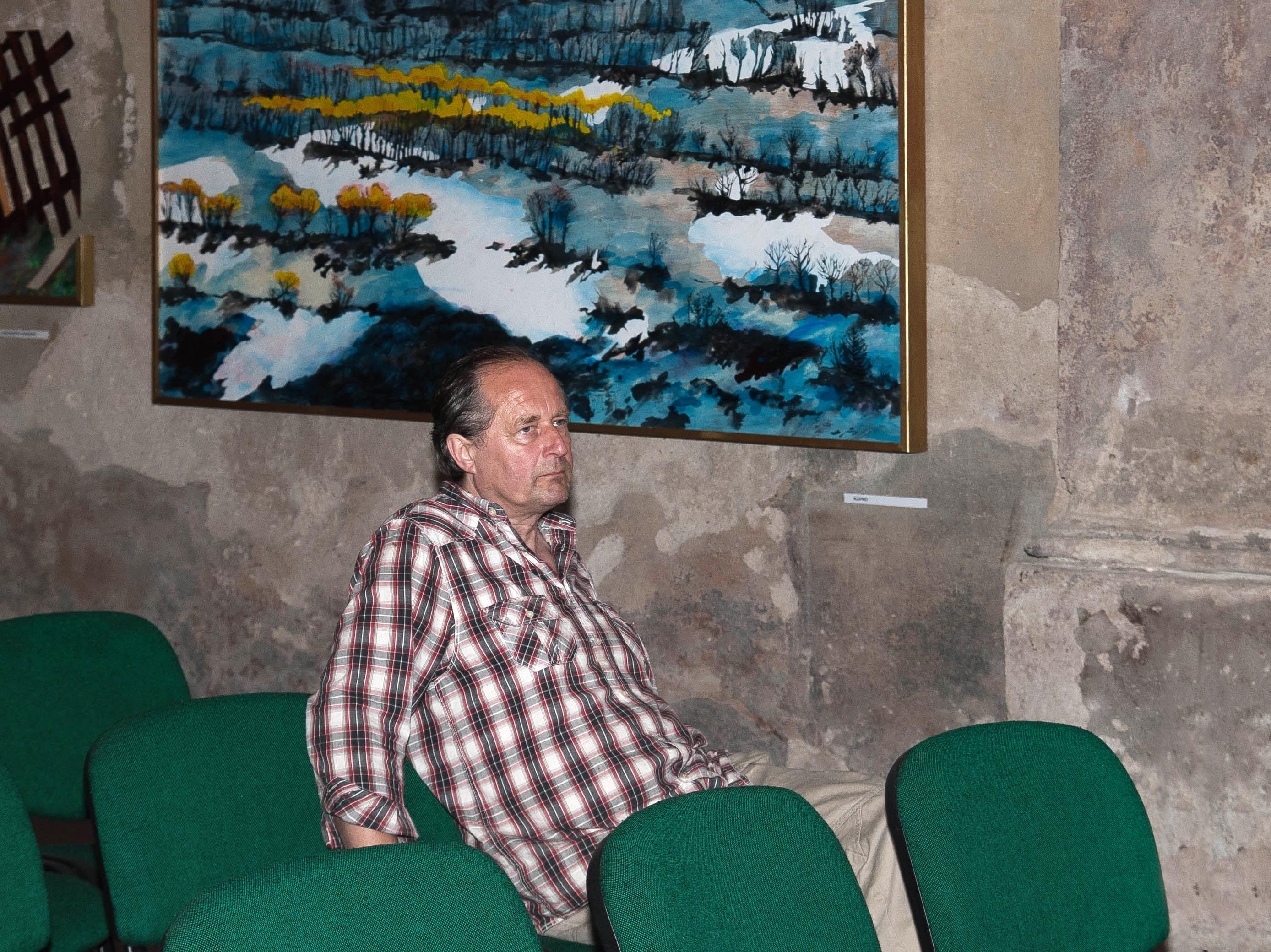 Petr Říha na své poslední výstavě v Nymburce (Foto: Jiří Teper)