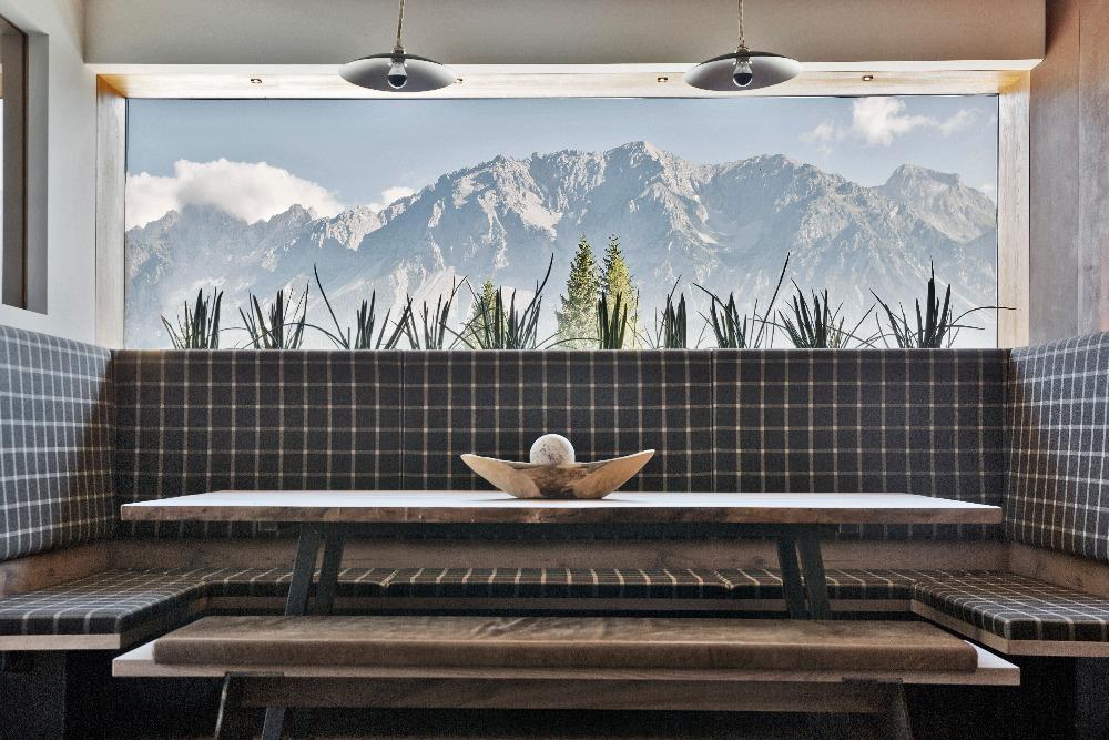 I takto nádherný výhled na vrcholky hor nabízí arx Hotel v Rohrmoosu nad Schladmingem