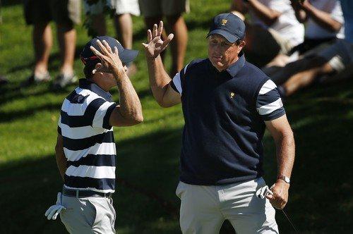 Kevin Kisner a Phil Mickelson vybojovali půl bodu ve foursomech (Foto: Profimedia)